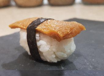 Nigiri de tofu frito